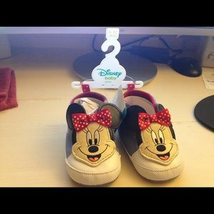 Adorable New Minnie Mouse Crib Shoes 9-12m